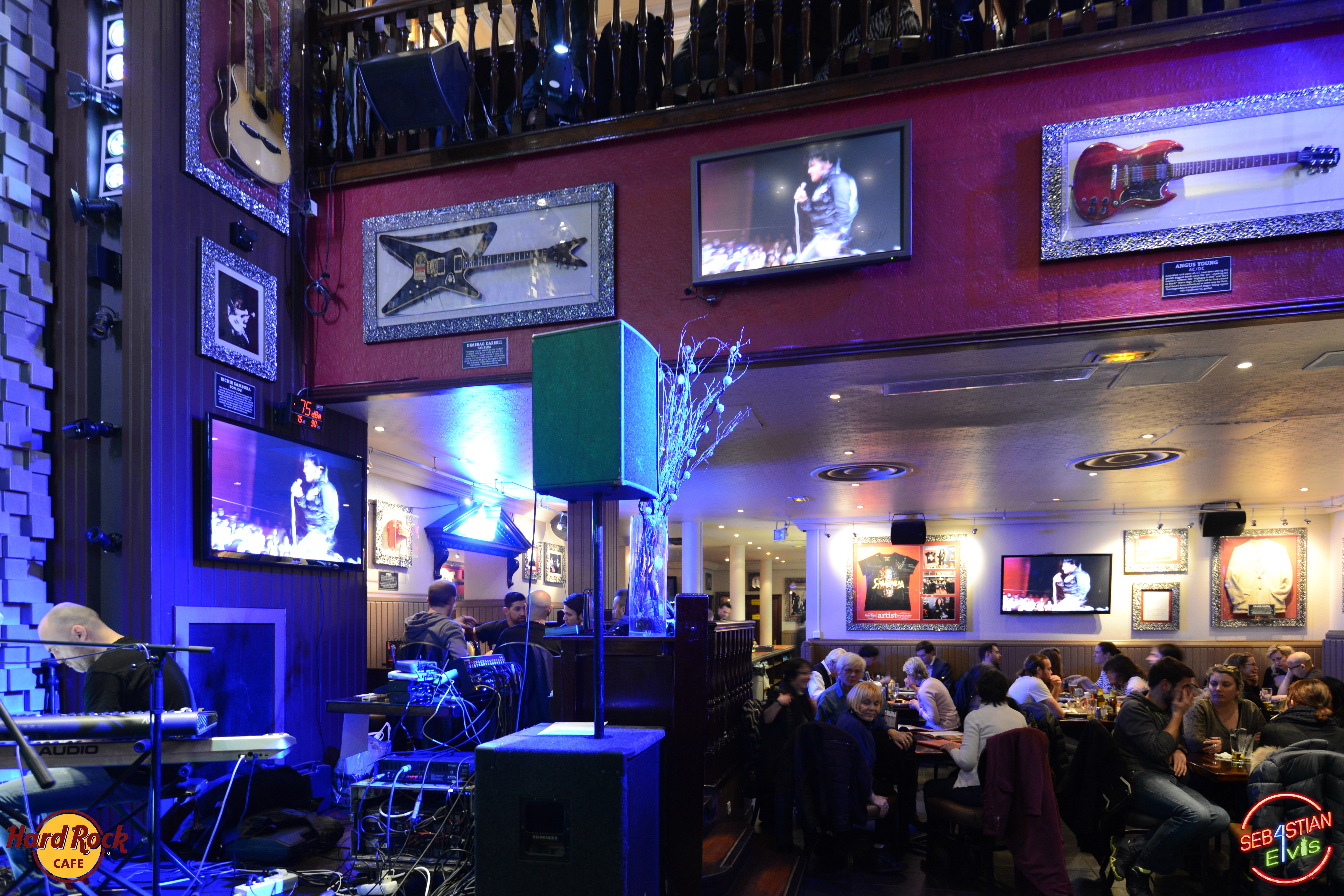 hard-rock-cafe-paris-elvis-night-27 janvier-2016-sebastian-for-elvis-facebook-memorial-show-0250