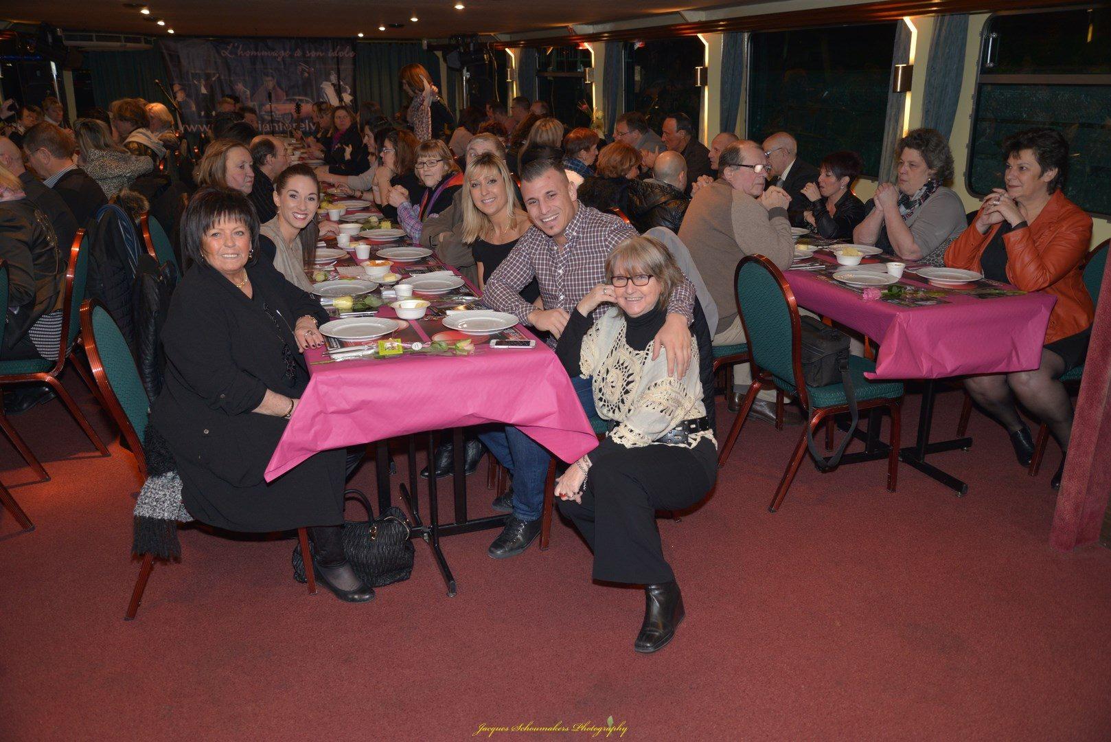 pays-de-liege-bateau-croisiere-sebastian-for-elvis-memorial-show-facebook-14