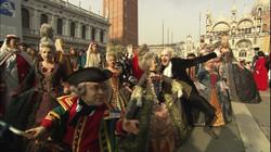 690476000-st-mark's-basilica-st-mark's-square-costume-carnival-venice-italy