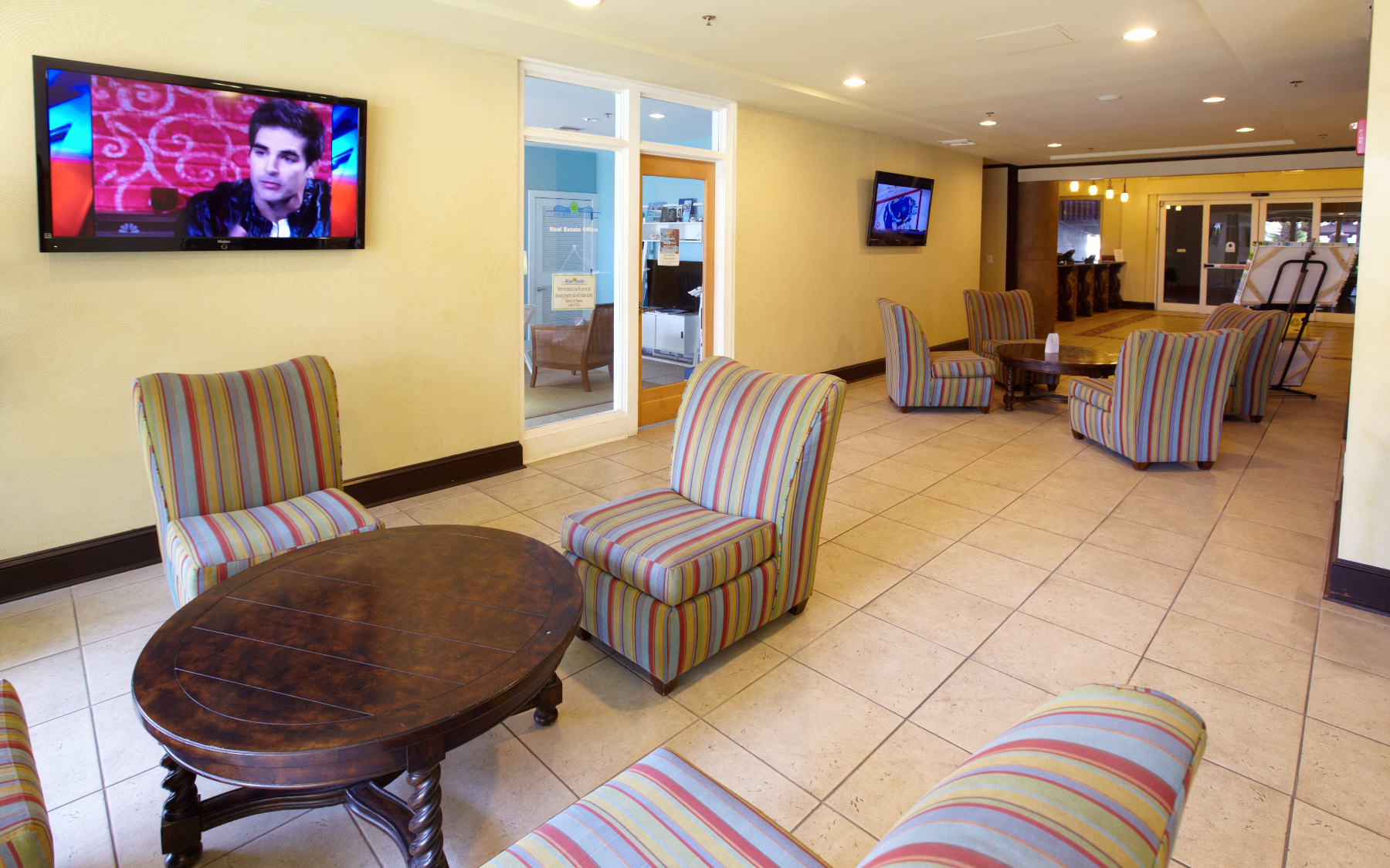 Beautiful Lobby with Free Wi-Fi