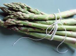 Asparagus contains aspartic acid and a high amount of potassium making it act as a natural diuretic which means that it promotes urination. Asparagus is thought to help promote urinary tract health and prevent infections. Asparagus is also a good source of fibre which aids with digestion by helping food to move through the gut and is also high in B Vitamins which have a range of benefits but are especially important for aiding metabolism.