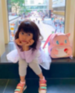 Girl loves her pinky pig🐷 backpack 💕__