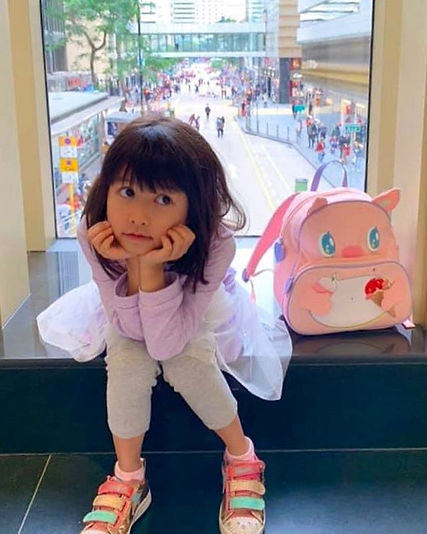 Girl loves her pinky pig🐷 backpack 💕__