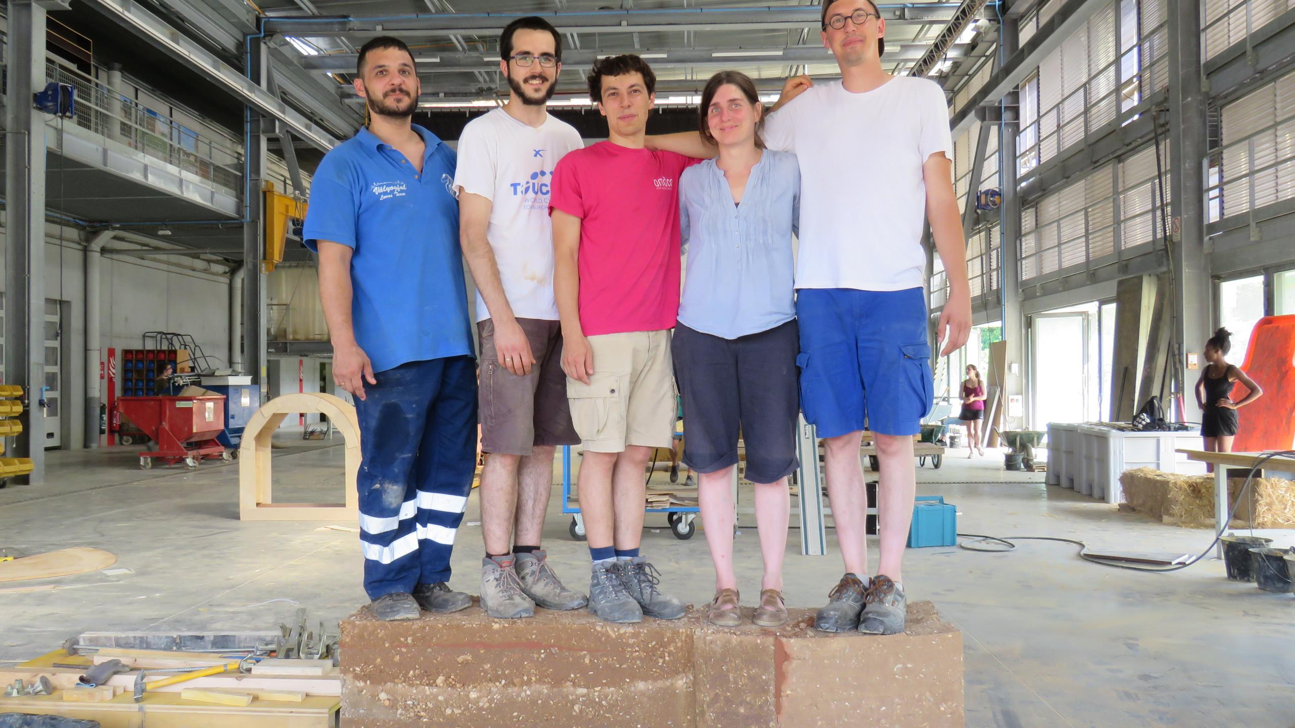 a csapat jobbról: Gergő, Boldizsár, oktatónk: Leo, Gabriella, Ádám,