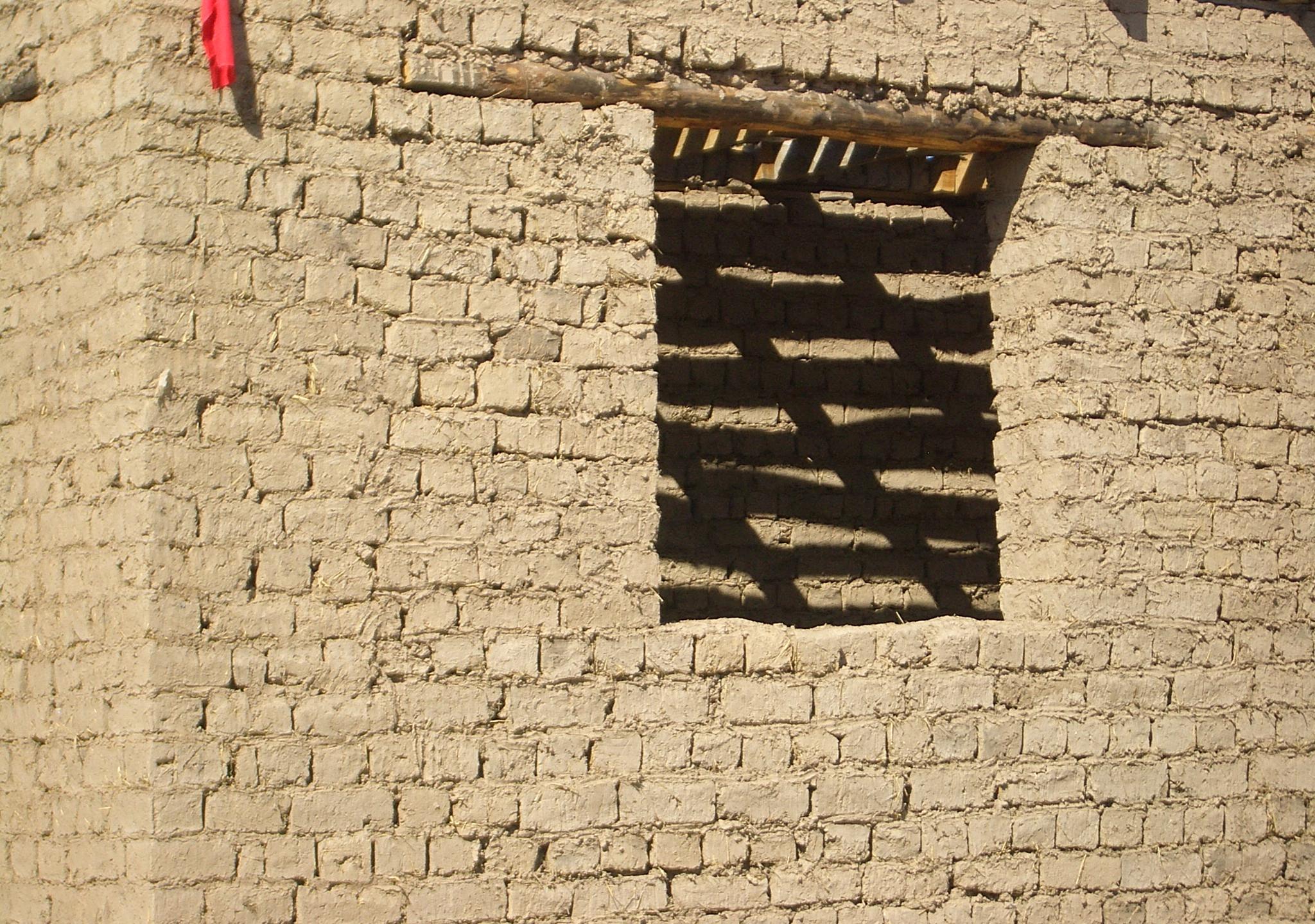 Kirgisztán Milyanfan-adobe-bricks-wikipedia 2