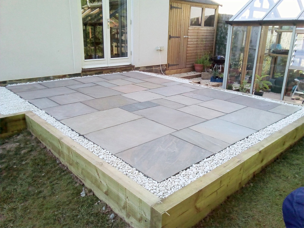 patio, slabbing, paving, sleeper edge, gravel edge,