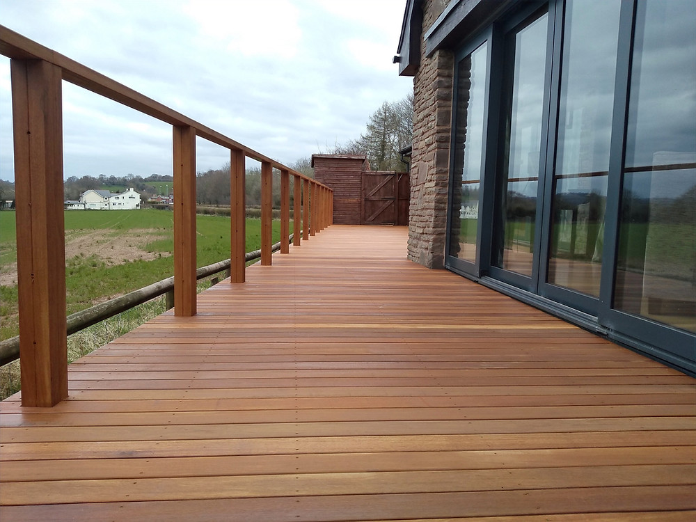 hardwood decking, decking posts, stain, modern look garden