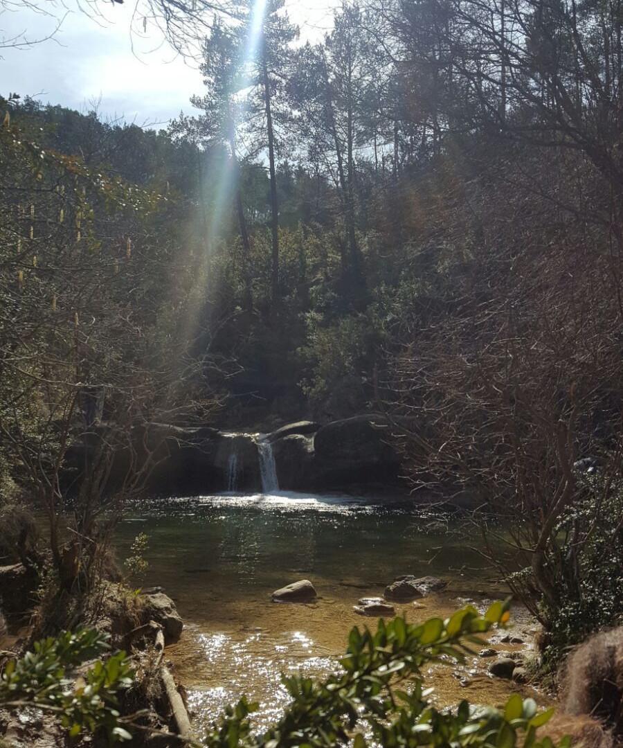 7 gorgs hike - view waterfall