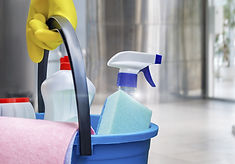 Llevar suministros de limpieza