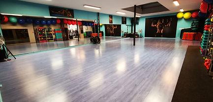 Salle de cours colectifs Gym Fitness Abdos Fessiers ...