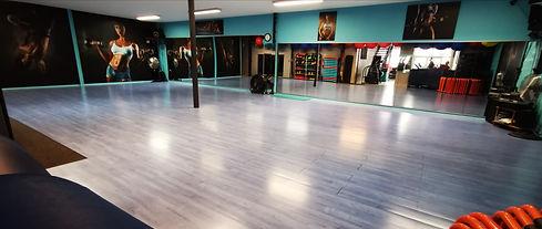salle de cours Collectifs Gym Fitness Abdos Fessiers ...