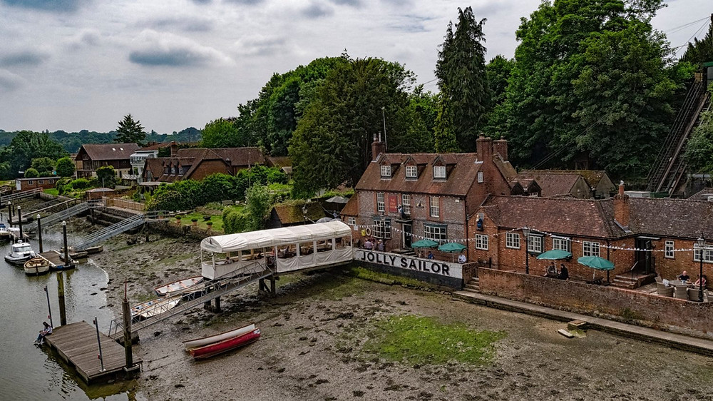 Moor up at The Jolly Sailor's dedicated pontoon while you enjoy your meal.