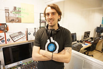 Instructor Digital DJ Course InEarBeat with Alec Peeples
