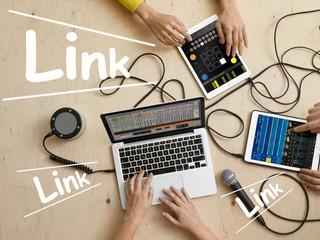 เมื่อเทคโนโลยี 'เชื่อมต่อ' นักดนตรีอิเล็กทรอนิกส์เข้าไว้ด้วยกัน!!