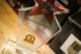 อินเอียบีทได้รับรางวัล DJ Mix ดีเด่นของคลื่น Rad Radio ทำให้ได้ร่วมขึ้นไปโชว์ผลงาน ที่เวทีระดับโลกอย่างงาน Sonic Bang 2013 ที่เมืองทองธานี