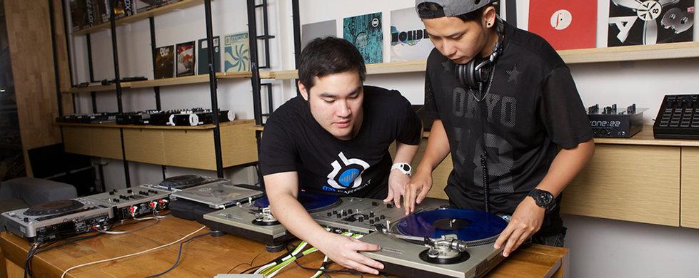 Beginner DJ with Serato DJ เรียนดีเจ ด้วยโปรแกรม Serato DJ สอนการเล่นดีเจและเทคนิคการเล่นดีเจต่างๆ