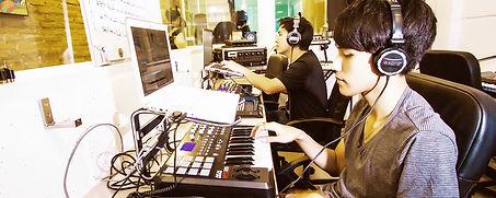 อุปกรณ์ดนตรีอิเล็กทรอนิกส์ รุ่นล่าสุด ที่ทางอินเอียบีทได้เตรียมให้สำหรับผู้เรียนทุกคน