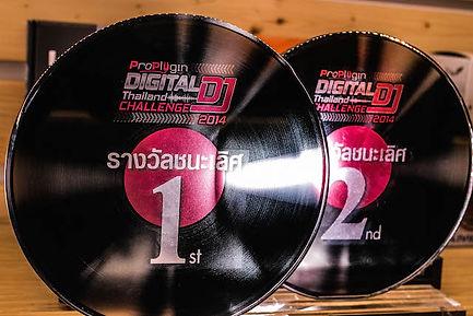 รางวัลชนะเลิศและรางวัลอันดับที่สอง ของนักเรียนอินเอียบีท ในการแข่งขัน   รางวัล ProPlugin Digital DJ Challenge 2014 สุดยอดการประกวดดิจิตอลดีเจ ยินดีกับน้องทั้งสองคนด้วยครับ