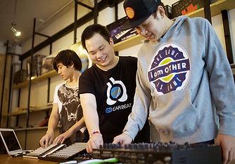 คลาสเรียนLaunchpad สอนการใช้งาน และนำLaunchpad ไปต่อเชื่อมกับคอมพิวเตอร์ เพื่อนำไปใช้แสดง Live Show
