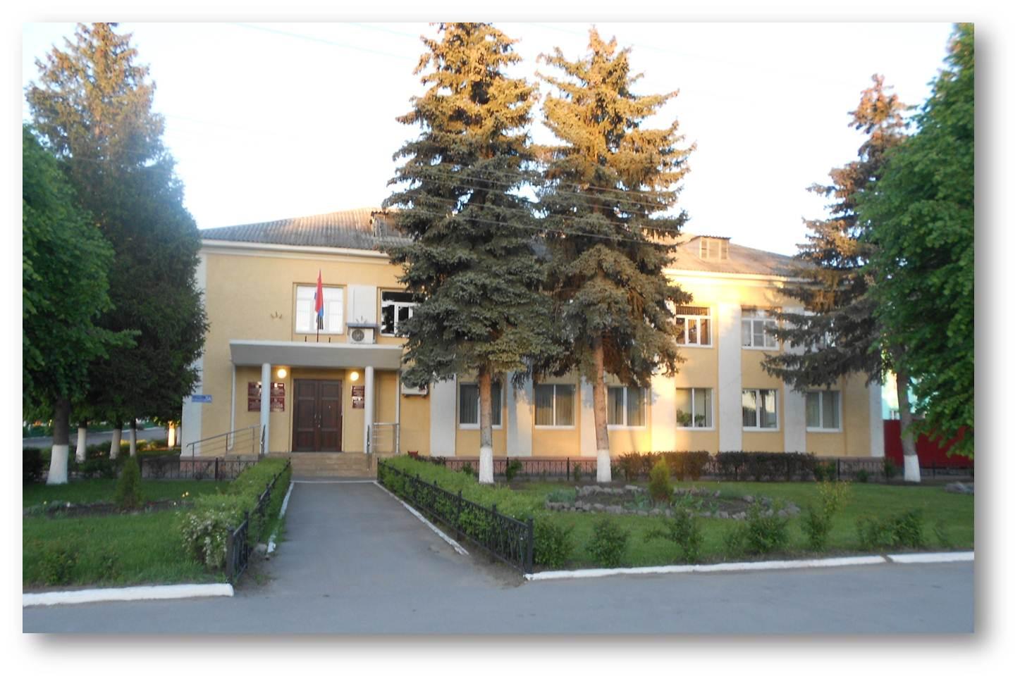 Здание администрации района (построено в 1973 году).jpg