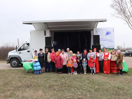 Автоклуб продолжает нести культуру в населенные пункты Подгоренского района
