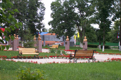 Сквер в центре поселка одно из любимых мест отдыха.JPG