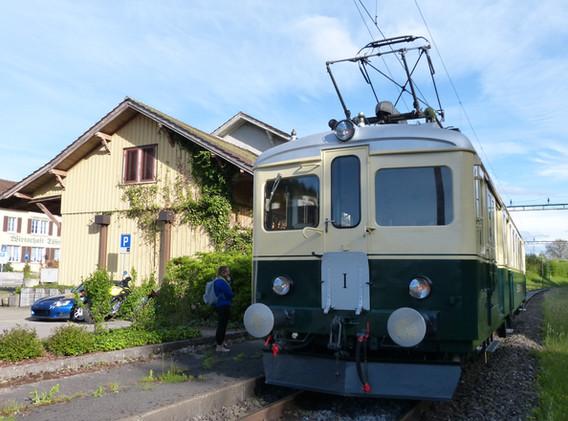 Spezieller Zvieri Halt am ehemaligen Bahnhof Dättwil.