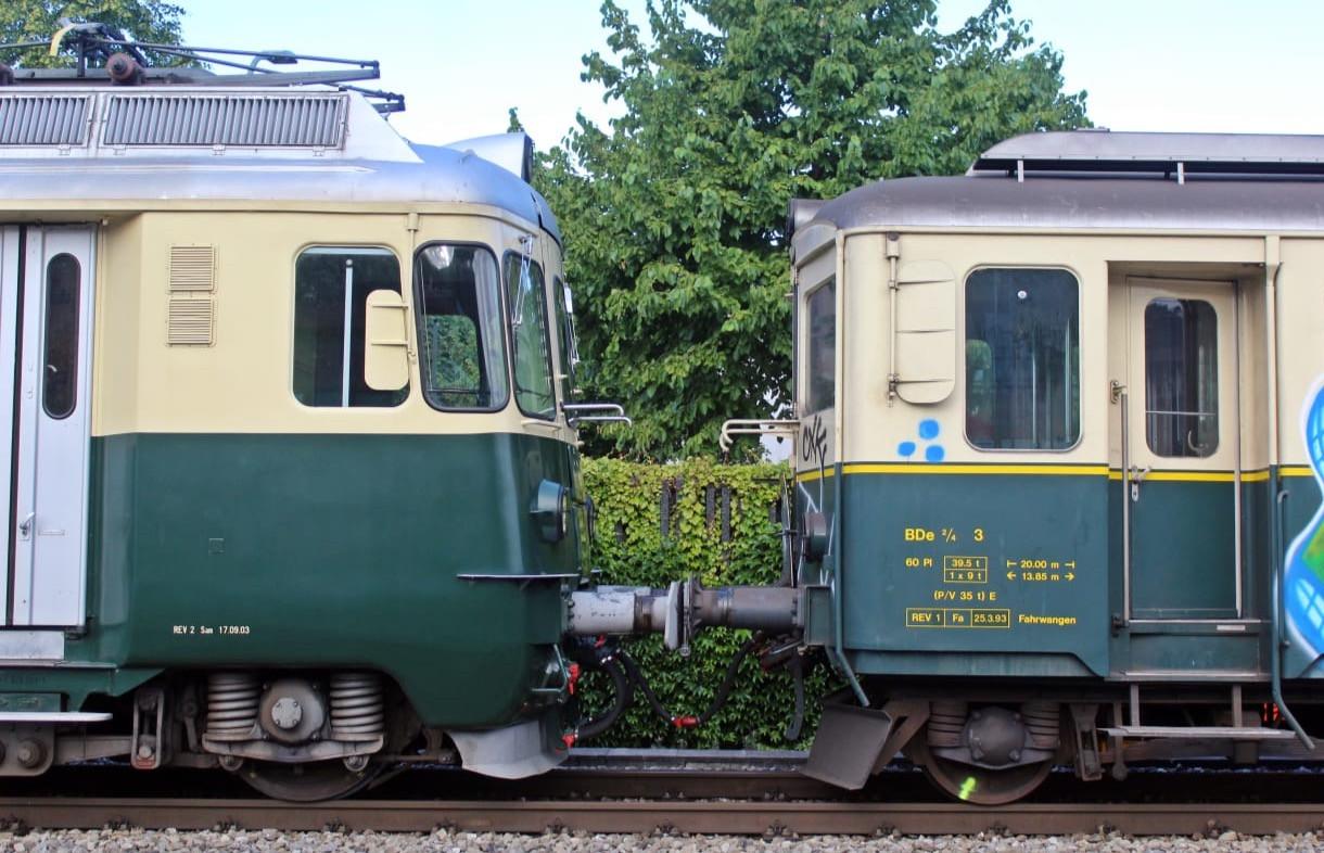 Zwei Generationen Triebwagen zusammen