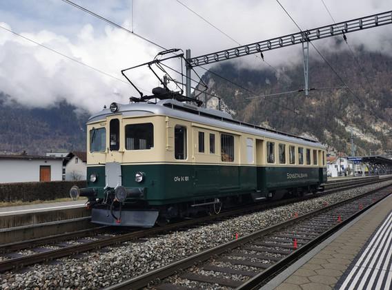 Erster kurzer Halt in Interlaken West.