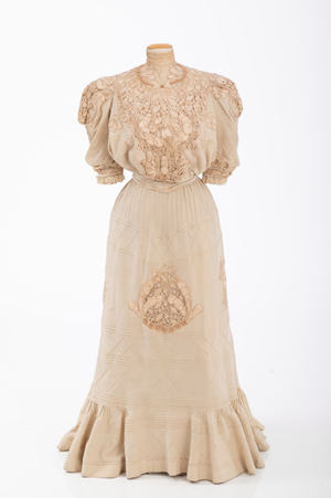 V.44.48.06a,b, Second Day Dress, 1896. Made for Mrs Gordon Wallace by Fannie Criss, Gift of Mrs. Gordon Wallace (née Ellen Clarke). Courtesy of the Valentine Museum