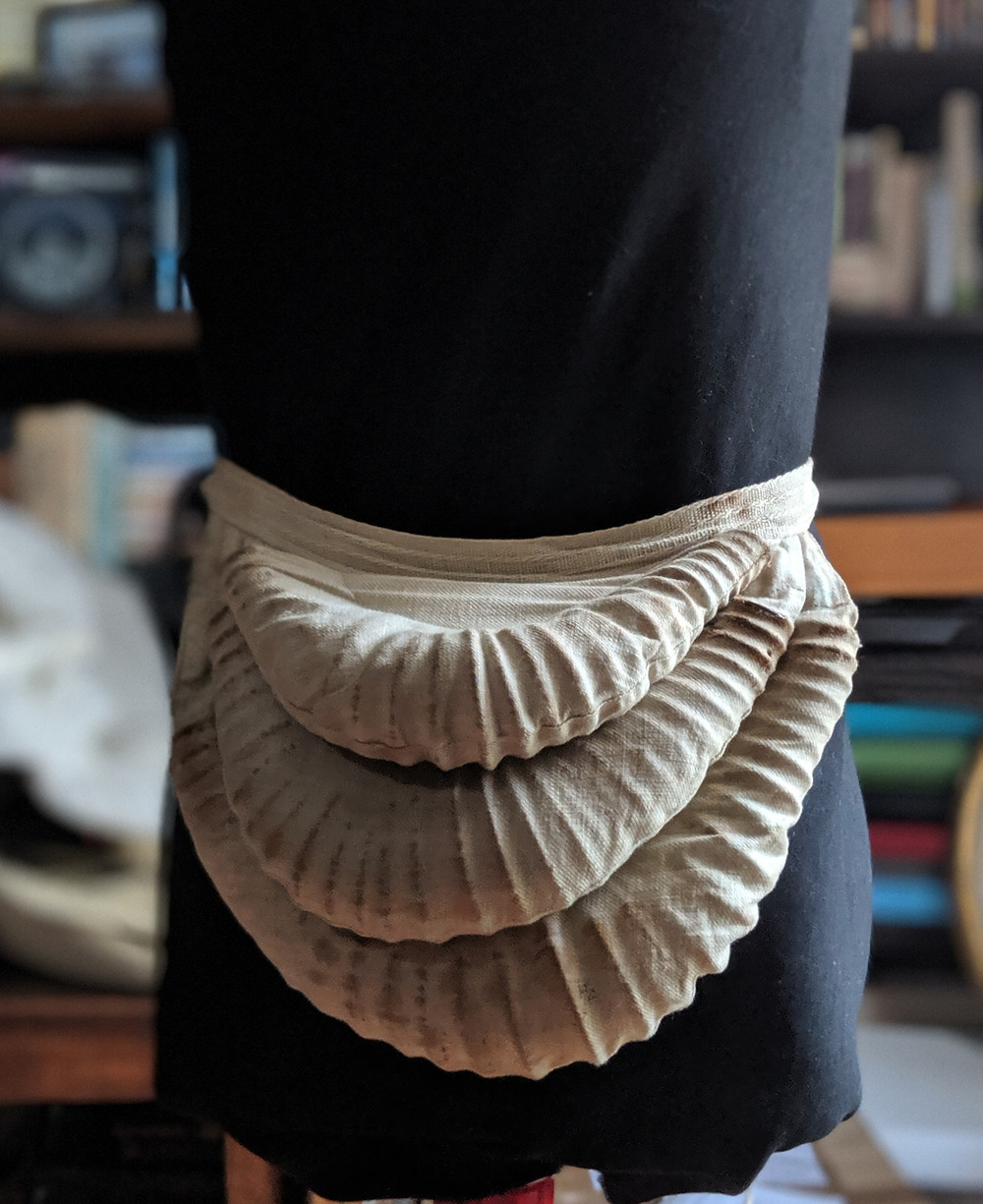 Coil bustle made of cotton and wire coil