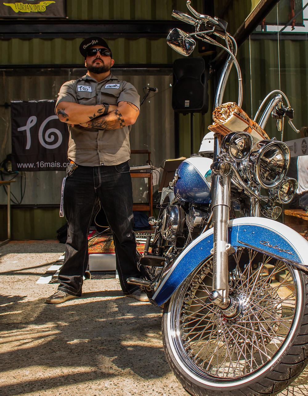 Fundador da marca e sua motocicleta HD Deluxe