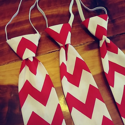 Red chevron tie