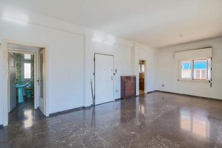 דירה למכירה באתונה פגרטי