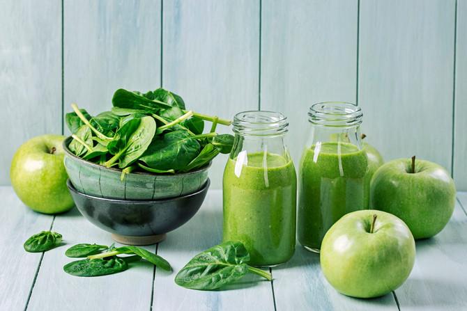 Smoothie di kiwi, spinaci, sedano e mela