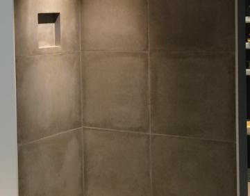 Base de douche et plaques murales scellées