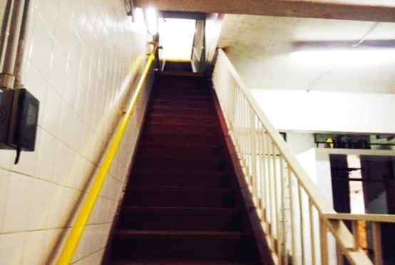 Escalera de Acceso a la Planta