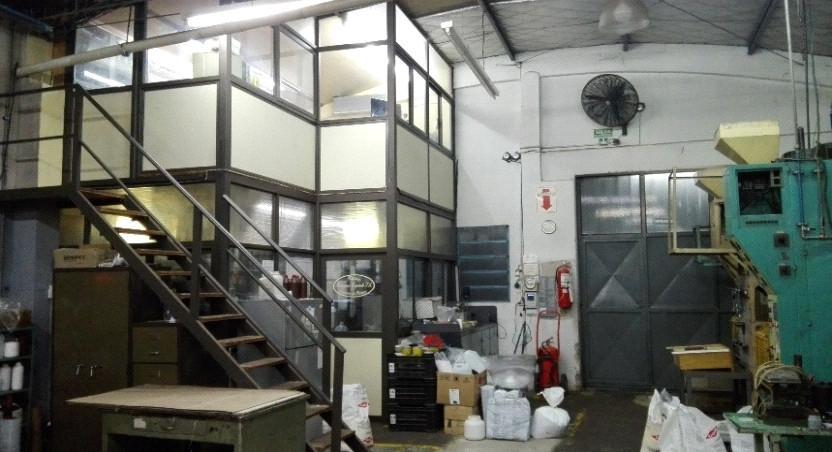 Instalación de agua y suministro eléctrico completa en cada maquina