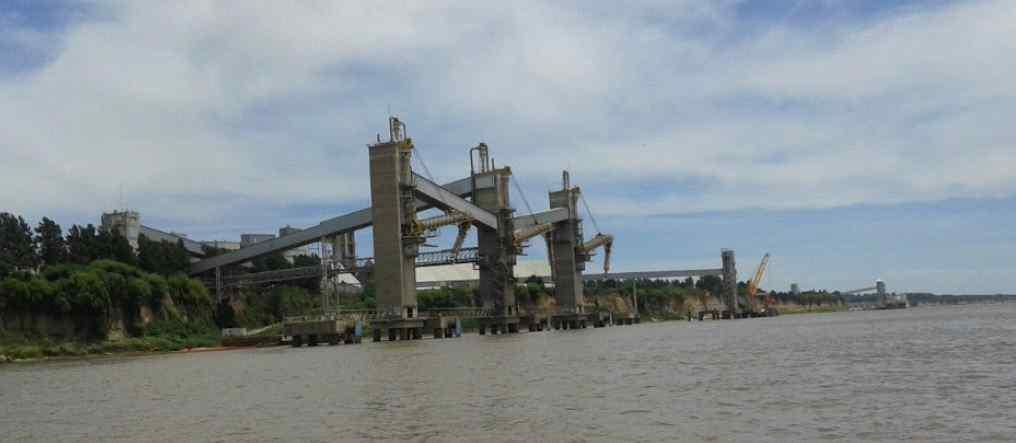 Terminal Louis Dreyfus Timbúes Muelle buques ultramar y muelle de barcazas –Km 464  Río Paraná. Timbúes.