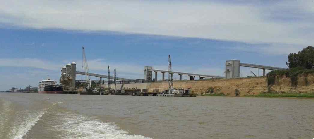 Terminal Renova  Muelle buques ultramar –Km 466  Río Paraná. Timbúes