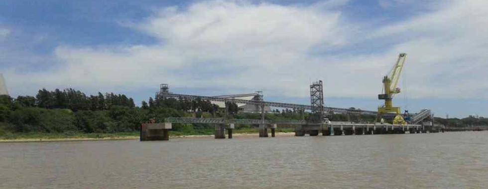 Terminal Nidera –Nuevo Muelle de Barcazas –Km 451  Río Paraná.  Puerto General San Martín