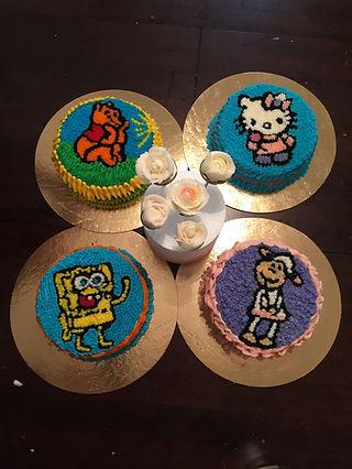 יפעת פרי דפנא,עוגות מעוצבות,ציור על עוגה,סדנת זילוף,עוגיות עם רויאל אייסינג,קורס זילוף