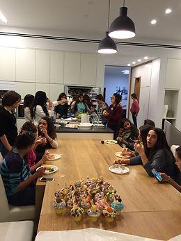 יפעת פרי דפנא,סדנת קאפקייקס,סדנת עיצוב לילדים,סדנת יום הולדת ם,הפעלה ליום הולדת
