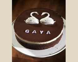 עוגת שוקולד עם ברבורים