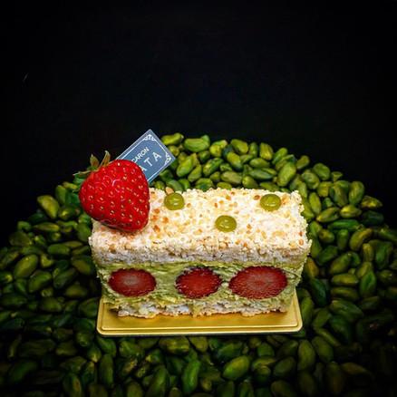 イチゴと フレッシュ ピスタチオフ クリームの フレジェ