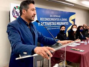 Recibe Víctor Báez reconocimiento de Migrantes Latinos de california