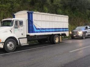 Tras activación de arco carretero, detiene SSP a dos en posesión de vehículo robado