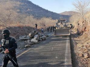 Libre tránsito en Aguililla; restablece SSP la circulación
