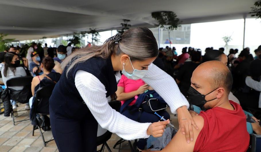 Vacunación anti COVID-19 en jóvenes, registra un avance del 49.3 por ciento