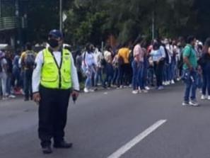 """Se despliega dispositivo de vigilancia ante manifestación en calzada """"La Huerta""""."""
